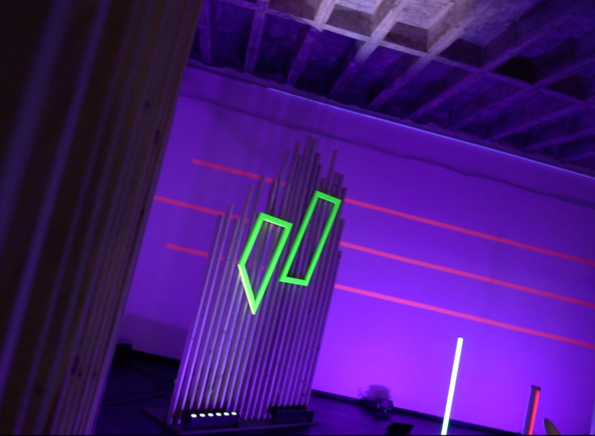 Bild eines Produktionsstudios mit juli Logo